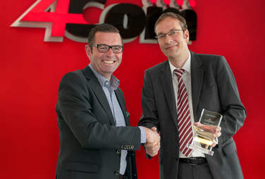 Foto von Henning Schäfer und Holger Klewe mit dem Plantronics-Award für 4Com.