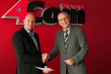 4Com-Geschäftsführer Oliver Bohl und Professor Holger Stahl, HsH, wollen die gute Verbindung zwischen der Hochschule und 4Com in Zukunft weiter intensivieren.