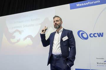 Rainer Holler bei seinem Vortrag im Messeforum CCW2020