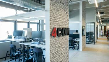 Foto der neuen Bürofläche mit Firmenlogo