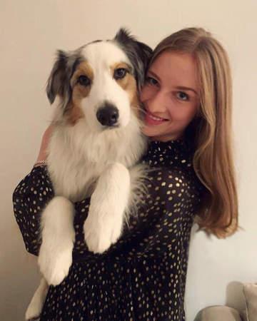 Foto von Aylin Schmidt mit ihrem Hund