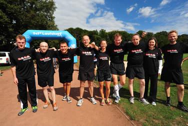 Gemeinsam für den guten Zweck am Start: Die Läufer des 4Com-Teams erkämpften satte 2.000 Euro Spendenbetrag für Mukoviszidose e.V.. Einer der 4Com-Spitzenläufer brachte es auf 92 Runden!